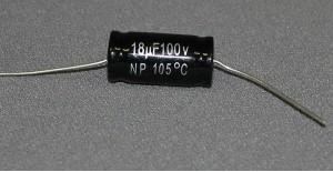 18 uF elektrolyt kondensator